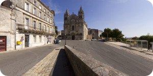 Visite virtuelle 360° face à la cathédrale d'Angoulême par Showaround