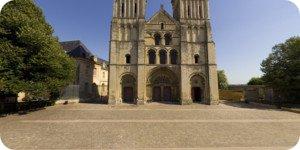 Visite virtuelle 360° haute définition parvis église de la Trinité à Caen par Showaround
