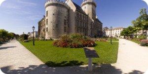 Visite virtuelle 360° haute définition face au château des comtes d'Angoulême par Showaround