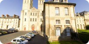 Visite virtuelle 360° flash haute définition face à l'abbatiale Saint-Etienne à Caen par Showaround