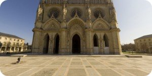 Visite virtuelle 360° flash haute définition parvis cathedrale Orleans par Showaround