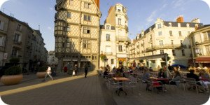 Visite virtuelle 360° flash haute définition place Sainte Croix à Angers par Showaround