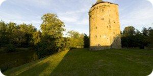 Visite virtuelle 360° flash haute définition de la Tour du Guesclin au Grand Fougeray Bretagne par Showaround