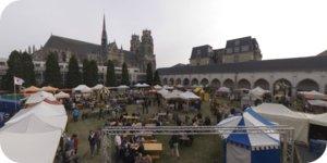 Visite virtuelle 360° flash haute définition aérienne du marché médiéval fêtes de Jeanne d'Arc à Orléans par Showaround