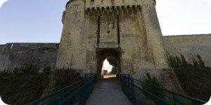 Visite virtuelle 360° flash haute définition du Château de Caen et son Pont Levis par Showaround