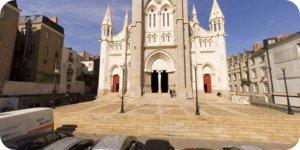 Visite virtuelle 360° flash haute définition du Parvis de la Basilique Saint-Nicolas à Nantes par Showaround