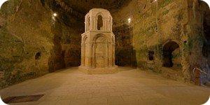 Visite virtuelle 360° flash haute définition de l'église monolithe d'Aubeterre-sur-Dronne par Showaround