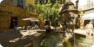 Visite virtuelle 360° flash haute définition de la place des trois ormeaux à Aix en Provence par Showaround