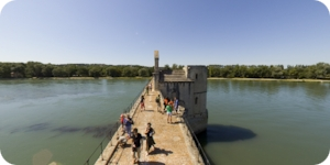 Visite virtuelle 360° flash HD sur le pont Saint Bézénet à Avignon par Showaround