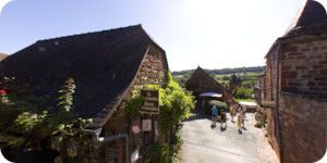 Collonges-la-rouge-village-360